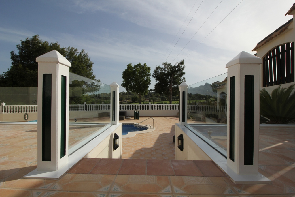 X-glass balustrade